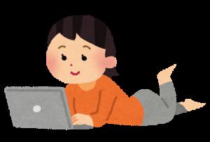 パソコンしてる女性